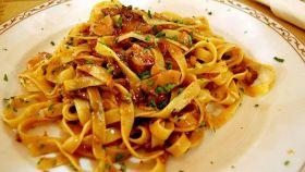 Fettuccine alla Romana. l'essenza gastronomica laziale