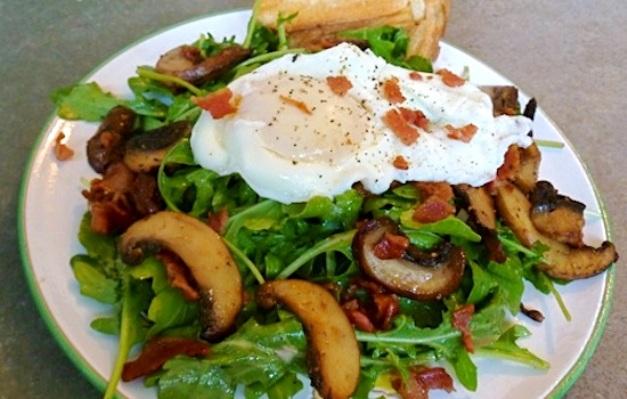 Insalata di uova e champignon