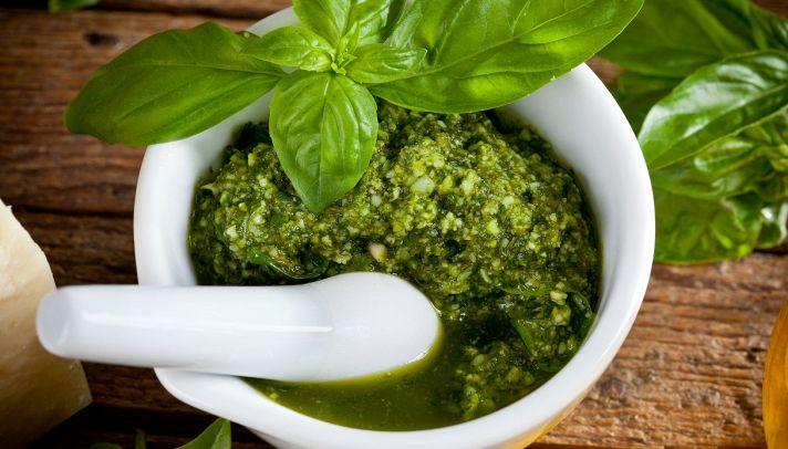Ricetta Pesto Con Mortaio.Ricetta Pesto Alla Genovese Le Ricette Di Buonissimo