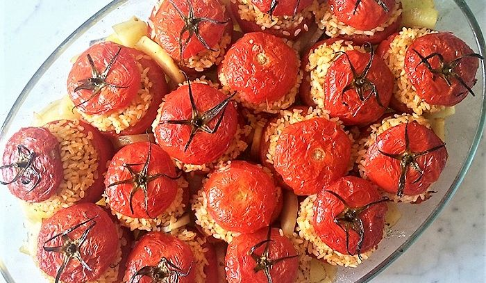 Pomodori ripieni con riso e pinoli