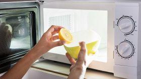 Come eliminare i cattivi odori dal microonde