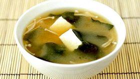 Zuppa di miso e wakame