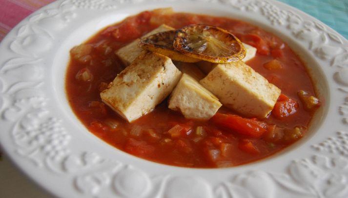 Zuppa di pomodori e tofu