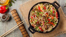 Cucina cinese: come utilizzare wok, spatole e bastoncini
