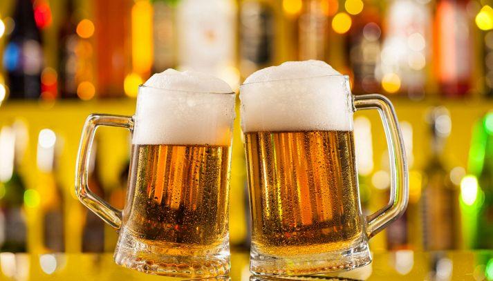 La birra fa bene o male alla salute: quanta se ne può bere