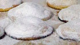 """Le genovesi, un dolce antico raccontato nel libro """"Mandorle amare"""""""