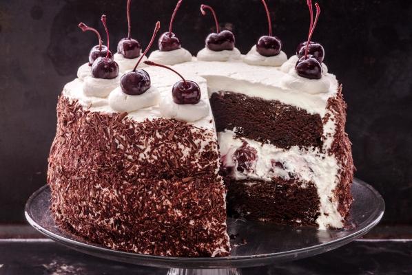 Torta foresta nera, un classico in chiave light-veg