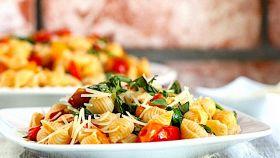 Conchiglie ai pomodorini peperone arrosto e rucola