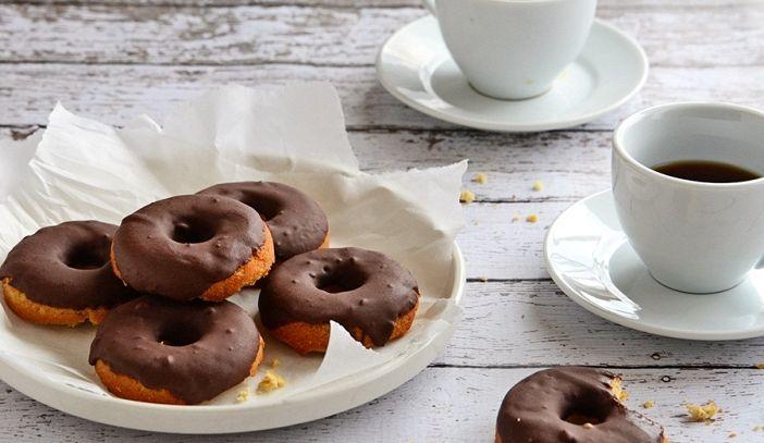 Donuts al cocco e cioccolata