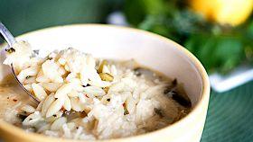 Zuppa di orzo e spinaci al limone