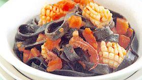Fettuccine al nero di seppia con calamari piccanti