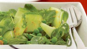 Insalata di cetrioli, piselli e arance