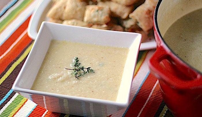 Zuppa di cavolfiore arrostito con formaggio
