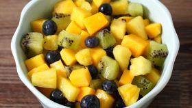 Macedonia di mango, ananas e kiwi
