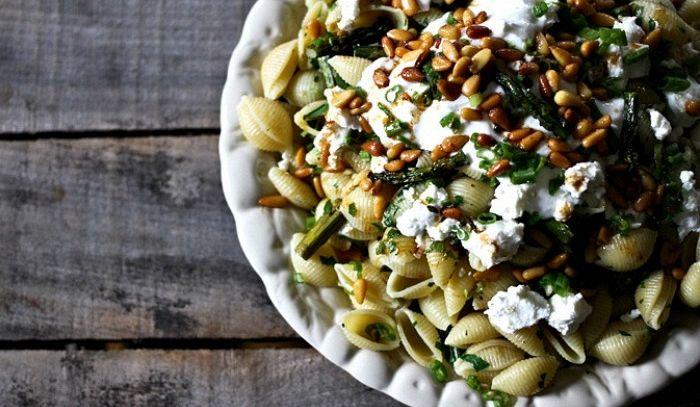 Conchiglie con asparagi, caprino e yogurt