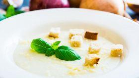 Zuppa di cipolla bianca