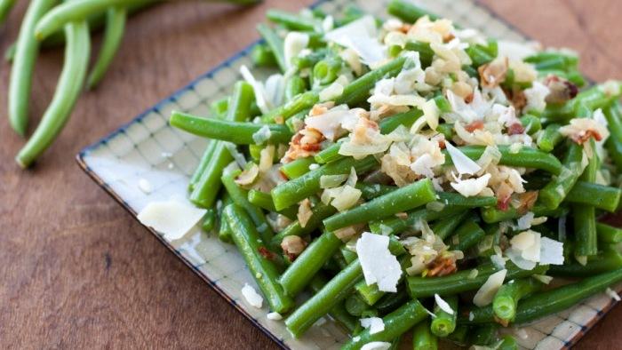 In questo periodo preferiamo le insalatone fredde (questa è buonissima)