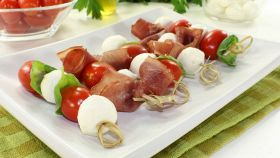 Spiedini di pomodorini e mozzarella