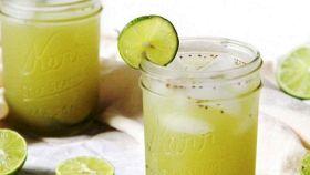 Lime e tè verde ghiacciati