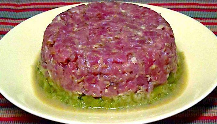 Carne cruda alla piemontese in salsa verde
