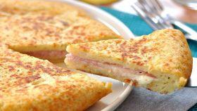 """Un simpatico """"sandwich"""" di patate con prosciutto e formaggio"""