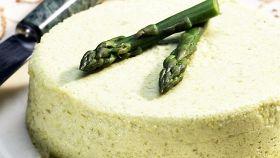 Bavarese di asparagi: trionfo di colori bello da vedere (e buono)