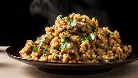Insalata al couscous, un piatto saporito dai sapori esotici