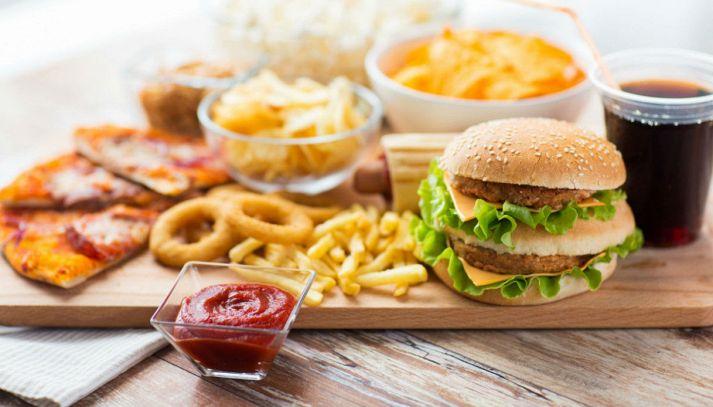 Junk food: gli effetti del cibo spazzatura sul nostro corpo