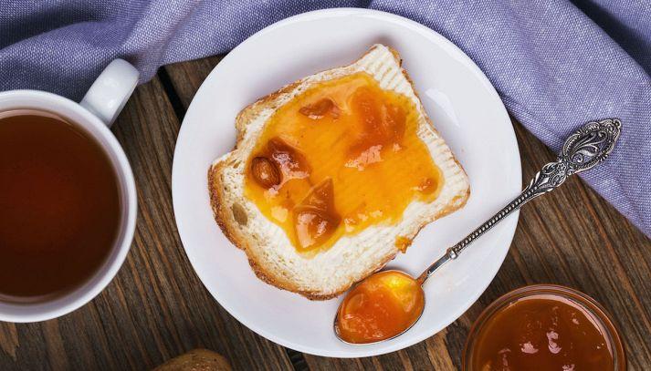 Albicocche al pane tostato