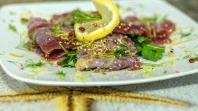 Carpaccio di tonno con olive