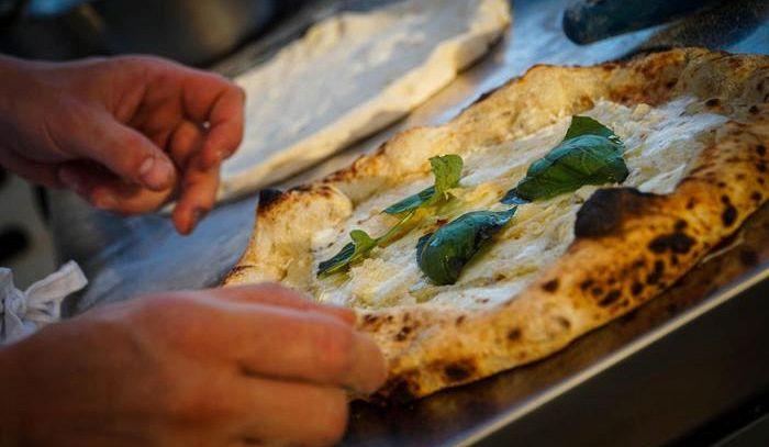 Pizza che passione, 14 milioni di pizzaioli fai-da-te in Italia