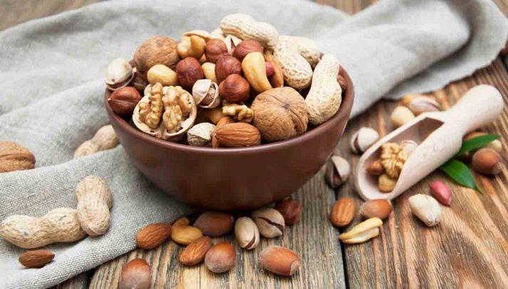 I benefici delle arachidi e delle noci