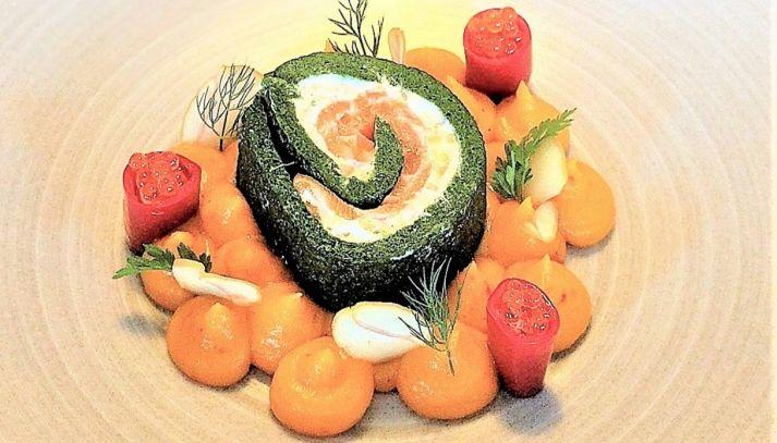 Rotolo di spinaci con ricotta, castagne e salmone