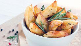 Il segreto per rendere le patate croccanti fuori e morbide dentro
