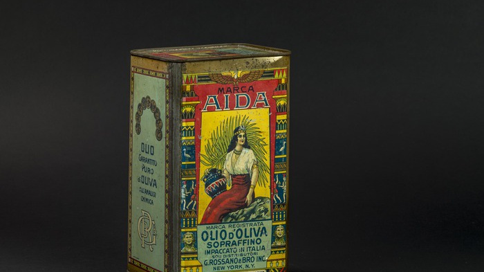 In mostra le antiche lattine d'olio per gli emigrati italiani