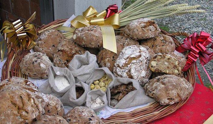 Nel borgo di Hone si celebra la Micòoula