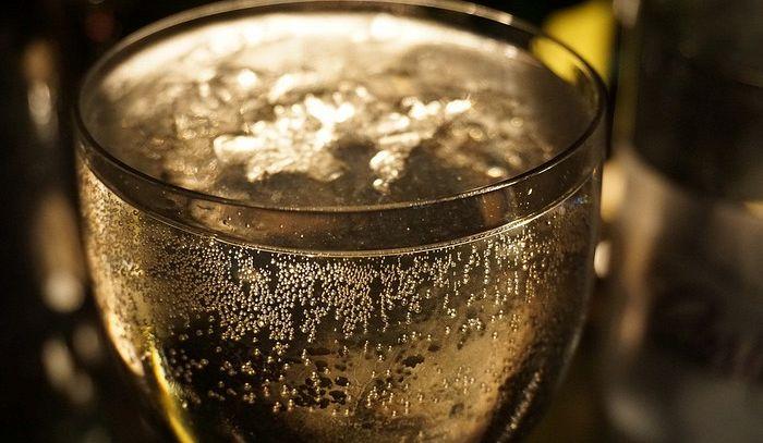 """Vino bulgaro etichettato come """"Prosecco-Franciacorta"""", bloccate migliaia di bottiglie"""