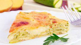 Torta zucchine, patate e mozzarella perfetta per una cena informale
