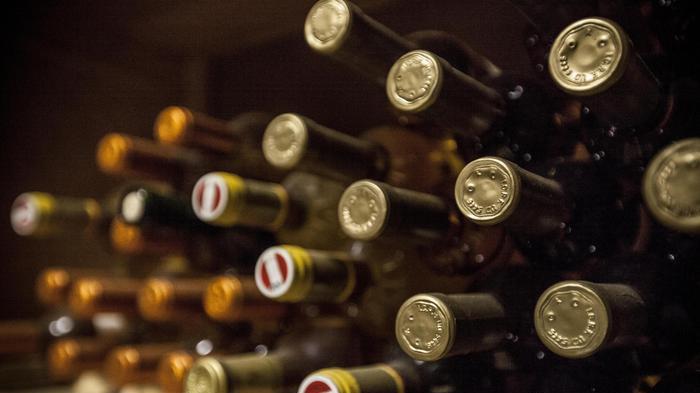 Vendute 11mila bottiglie vino di falso Tignanello, 3 arresti