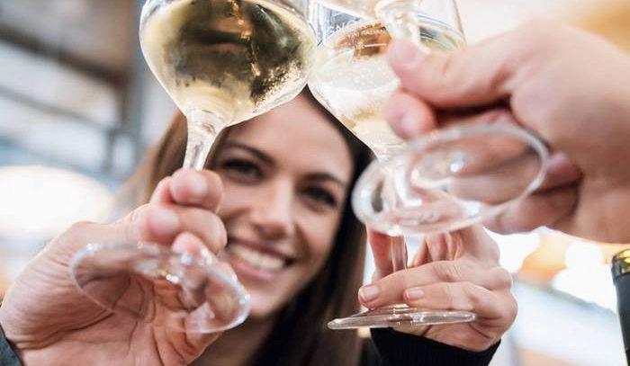 8 marzo: donna acquista il vino-novità, l'uomo etichetta top