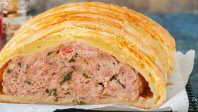Polpettone in crosta, con doppia carne e prosciutto
