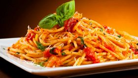 L'alternativa rossa alla pasta con aglio, olio e peperoncino