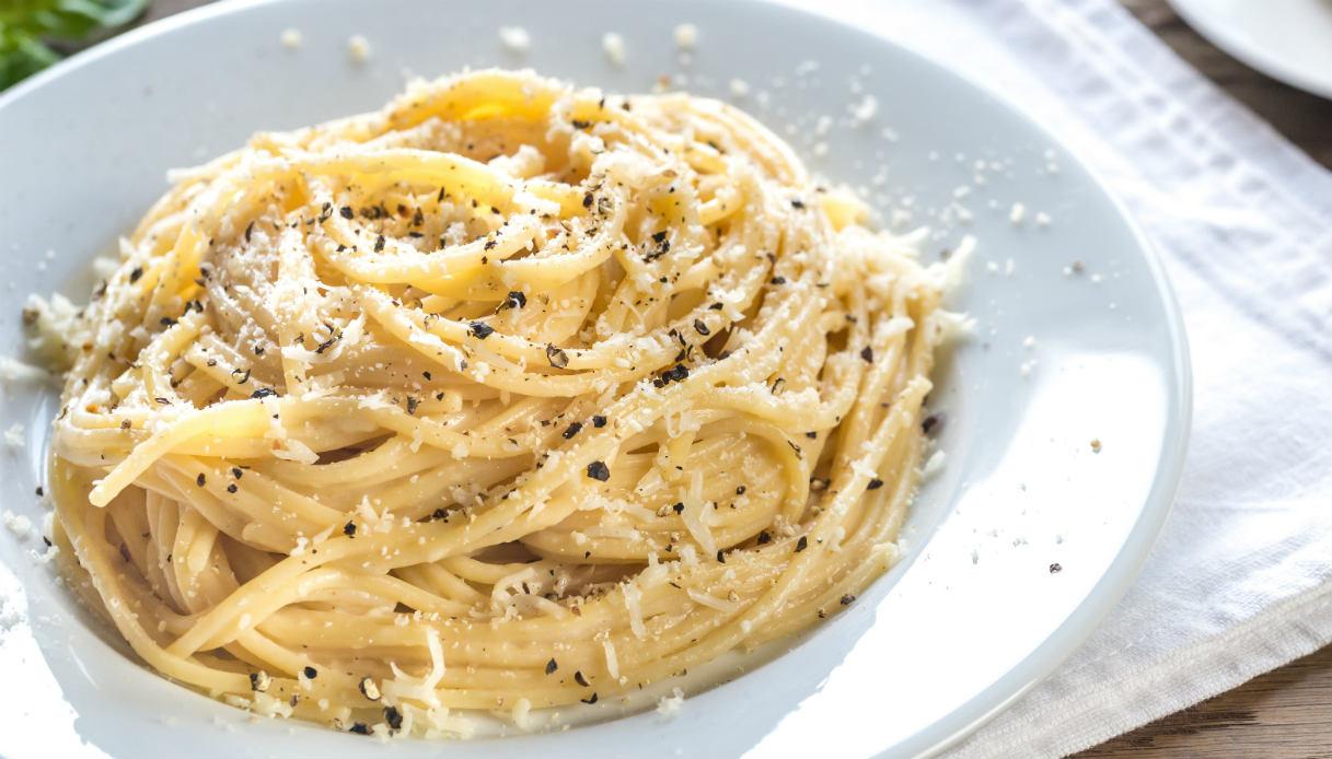 Ricetta Maccheroni Cacio E Pepe.Ricetta Spaghetti Cacio E Pepe Le Ricette Di Buonissimo