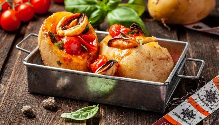 Patate ripiene di cozze Nieddittas al pomodoro e basilico