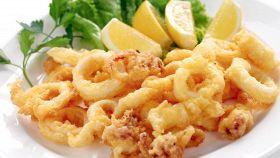 La ricetta perfetta per fare i calamari teneri e croccanti