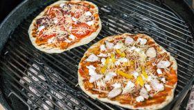 Una pizza croccante e profumata grazie alla cottura indiretta