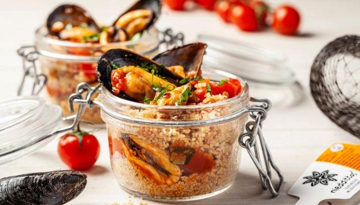 Barattolini di cous cous con cozze Nieddittas e pomodorini