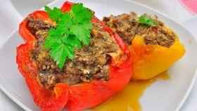 Peperoni con carne e salsiccia, sfiziosi ripieni pronti in 4 step