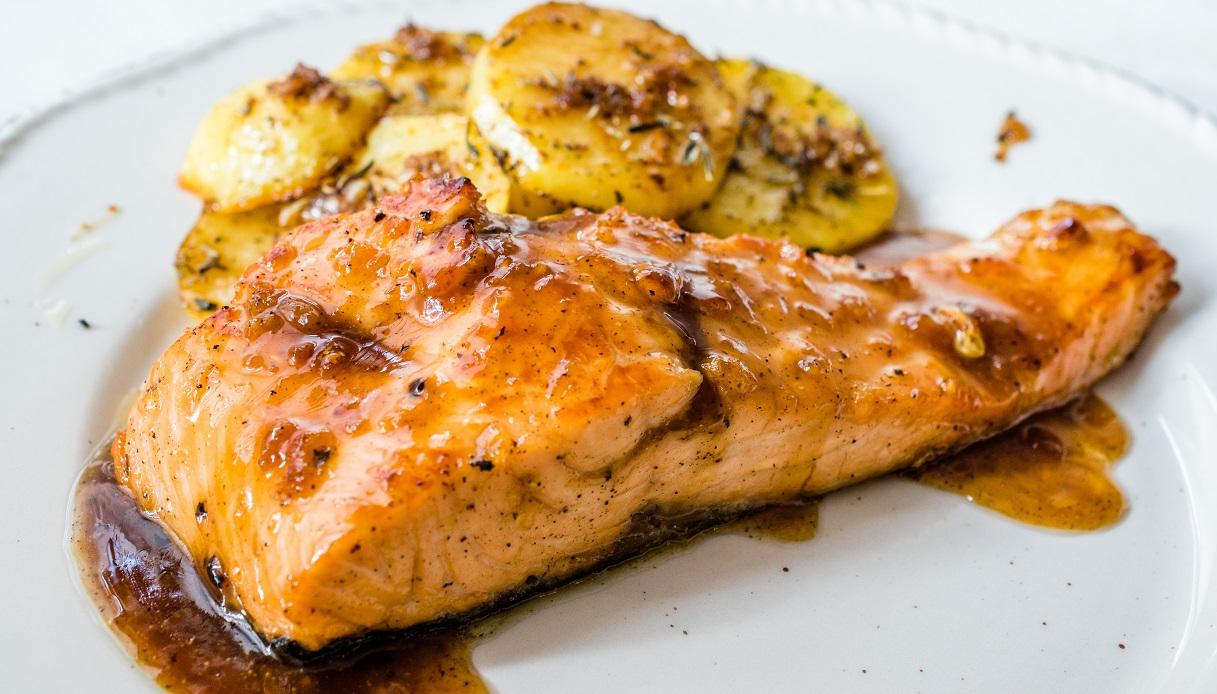 Ricetta Salmone.Ricetta Filetto Di Salmone Con Salsa Di Miele E Senape Le Ricette Di Buonissimo