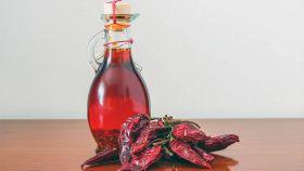 Olio piccante con peperoncino in polvere